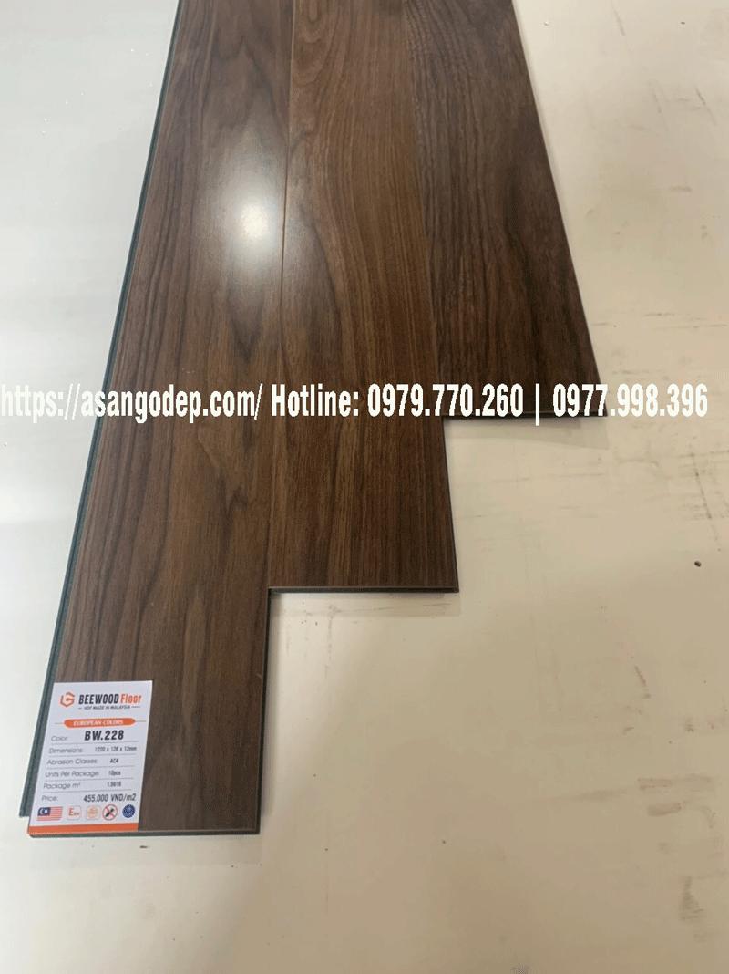 Sàn gỗ công nghiệp Beewood Floor cốt xanh chịu nước